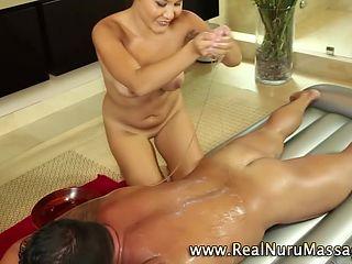 Hardcore азиатских массажистка младенец