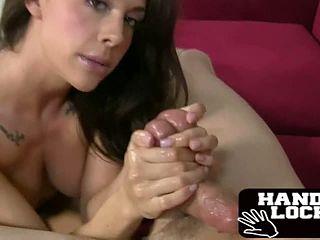 Порно звезда мастурбирует шлюха