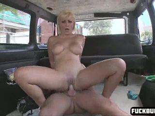 Блондинка порнозвезда шлюха