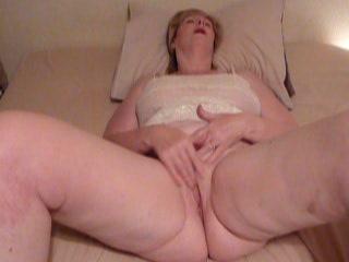 зрелые потирая до оргазма