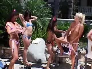 Голая девушка партия