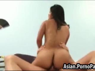 Сексуальная азиатская любит петух