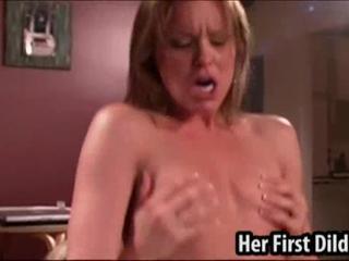 Девушки используют свои пенисы