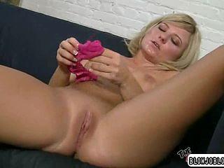 Блондинка минет шлюха