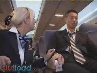 Американский Стюардесса мастурбирует
